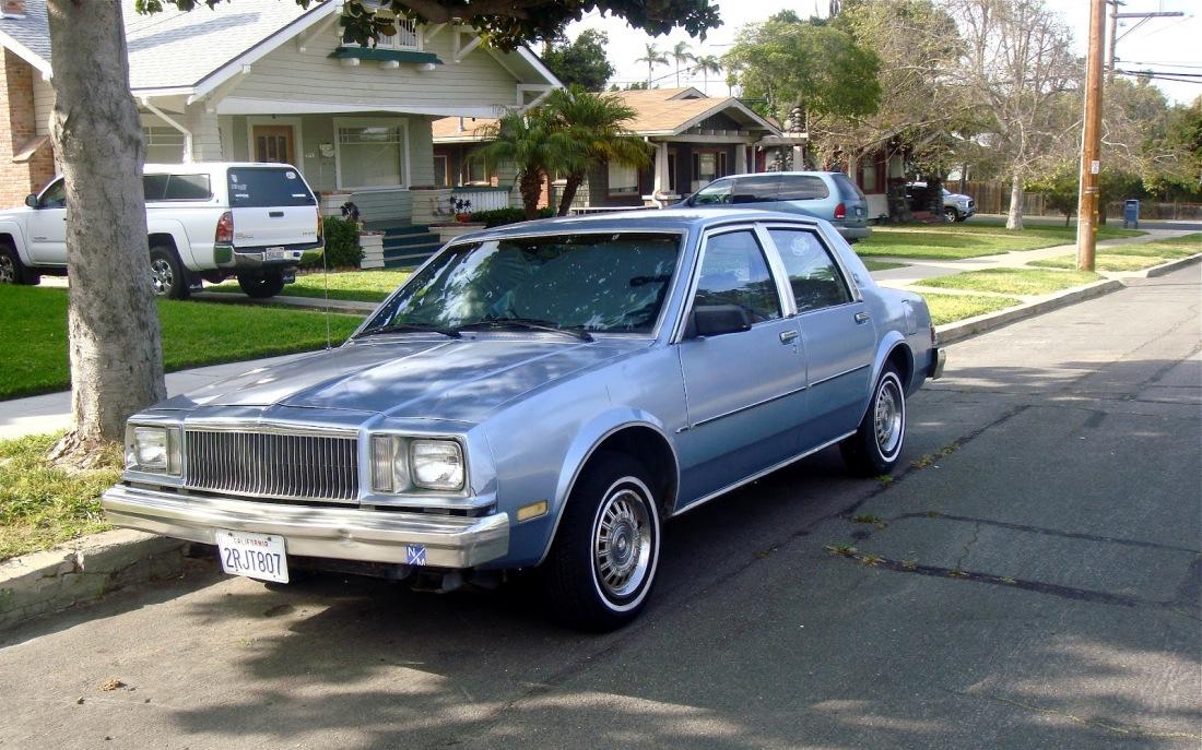 Buick-Skylark-1982-3